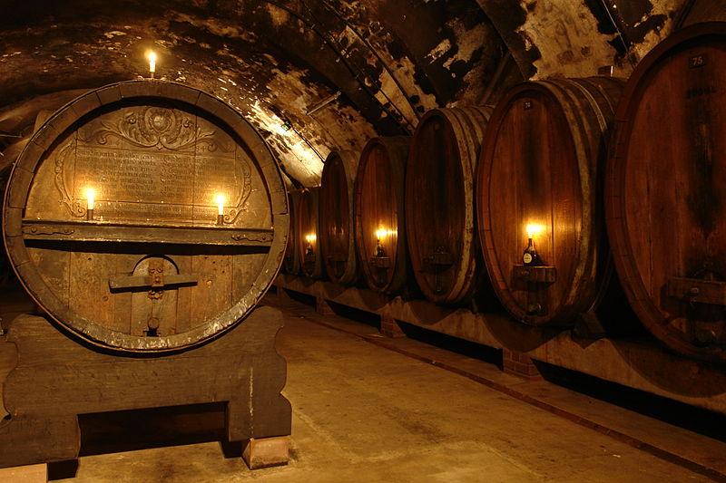800px-Residence_Würzburg_-_Wine_cellar_2